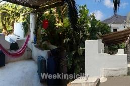 """Nel centro abitato di Stromboli, sorge """"Casa Stromboli"""""""