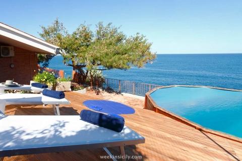 Villa La Scogliera Aspra Bagreria PA  6/2 Guests  3 Bedrooms  2 Bathrooms